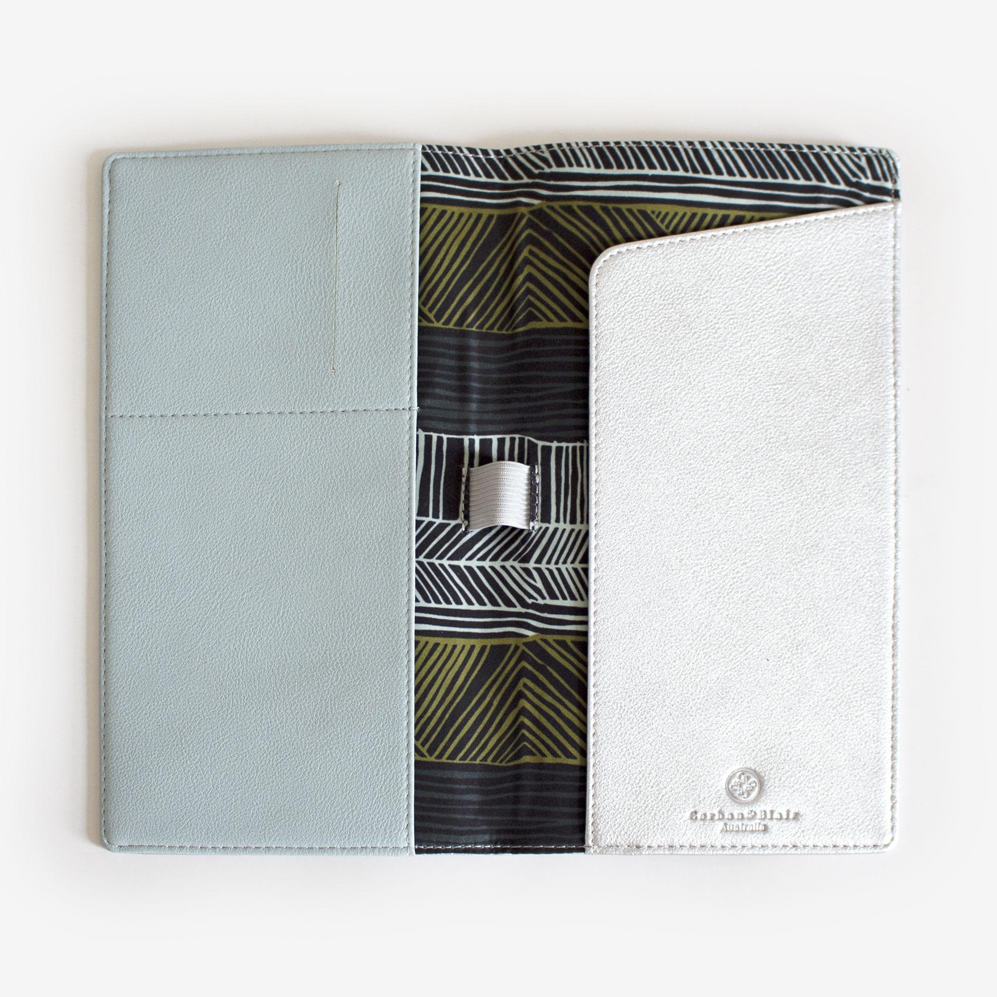 90408-Travel-wallet-wagibaa-silver-1